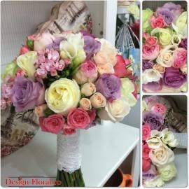 Buchet de mireasa mix de trandafiri