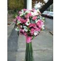 Lumanare de botez pentru fetite din miniroze roz si frezii albe