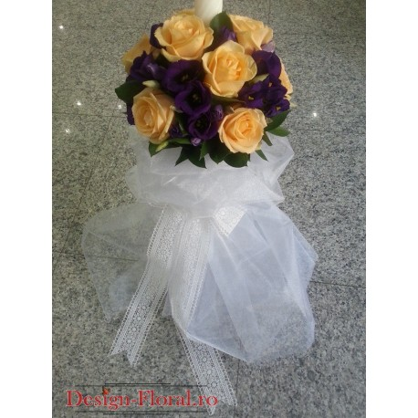 Lumanare botez Lisianthus si trandafiri