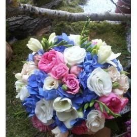 Buchet de mireasa Hortensie si trandafiri de gradina