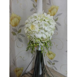 Lumanare de botez glob din orhidee alba si trandafiri