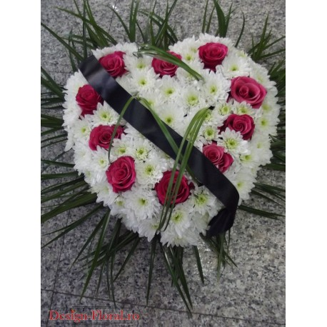 Aranjament funerar in forma de inima
