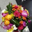 Buchet floral Bujori si trandafiri