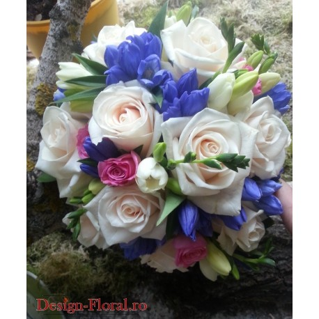 Buchet mireasa trandafiri si Gentiana