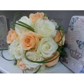 Buchet mireasa trandafiri albi si peach