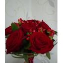 Buchet cununie trandafiri si Hypericum