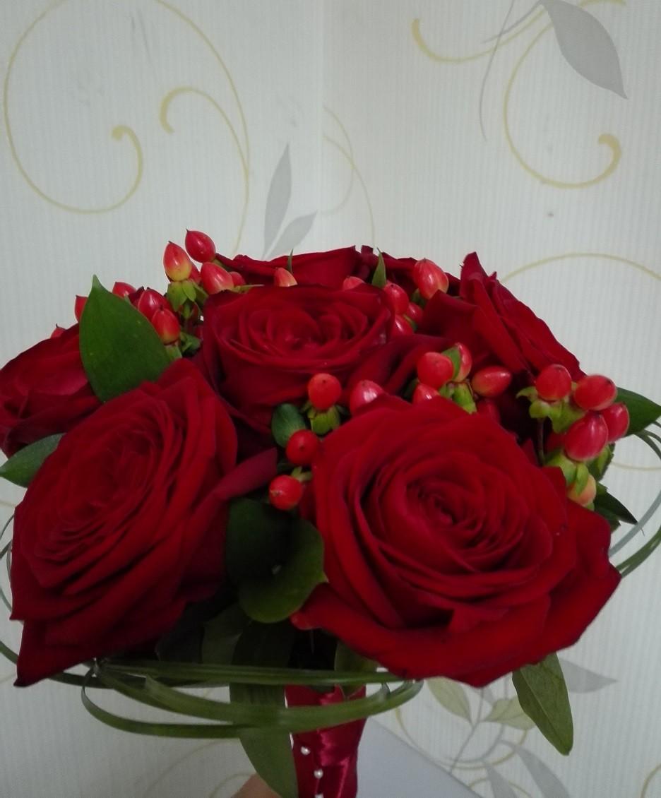 Buchet Cununie Trandafiri Si Hypericum Floraria Design Floral