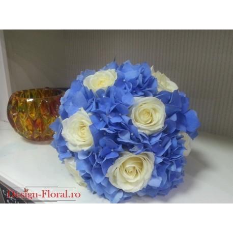 Buchet nasa trandafiri albi si Hortensie albastra