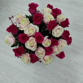 Buchet floral mix de trandafiri