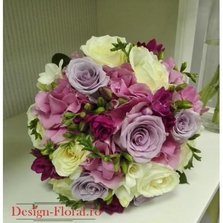 Buchet mireasa trandafiri, frezii si hortensii