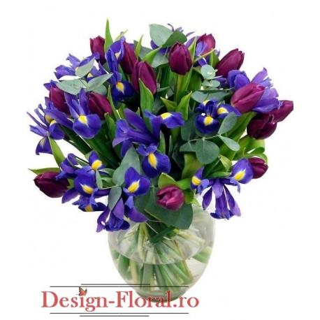 Aranjament floral iris si lalele