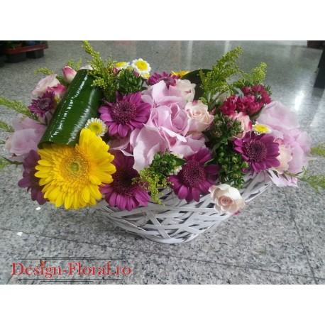 Aranjament floral trandafiri si mini gerbera