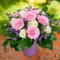 Aranjament floral trandafiri si gerbera