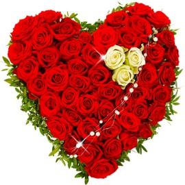 Inima florala din trandafiri rosii