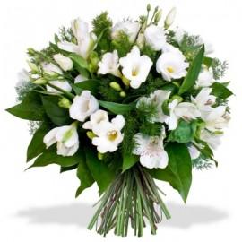 Buchet floral frezii si lisianthus
