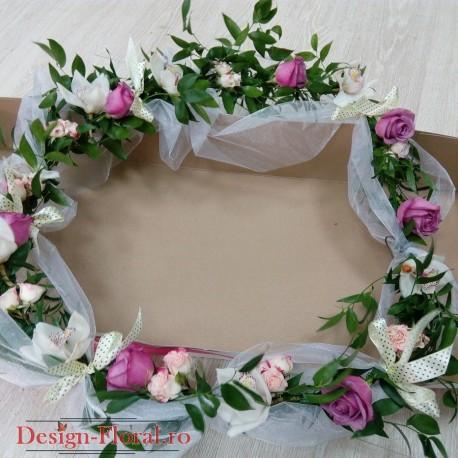 Ghirlanda cristelnita trandafiri si minirose