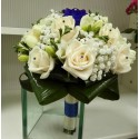 Buchet mireasa trandafiri ivoire si albastrii