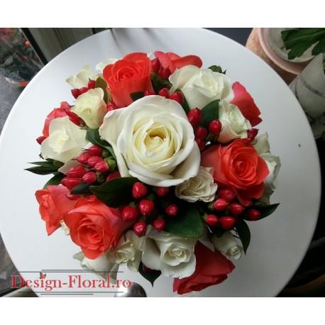 Buchet mireasa trandafiri corai si hypericum