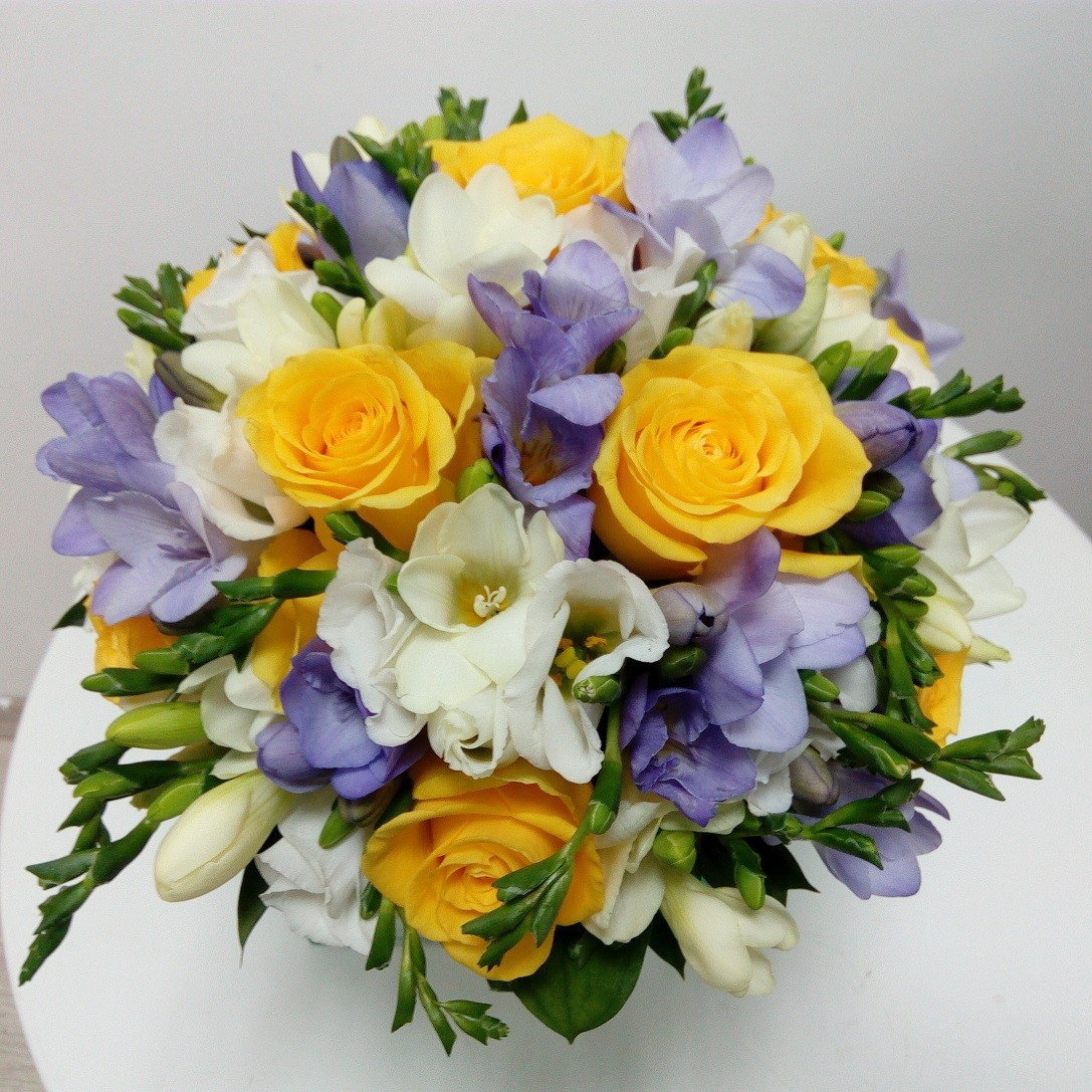 Buchet Mireasa Trandafiri Si Frezii Lila Floraria Design Floral