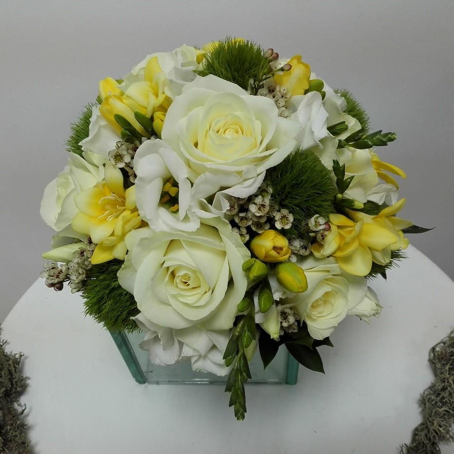 Buchet Mireasa Frezii Galbene Si Trandafiri Floraria Design Floral