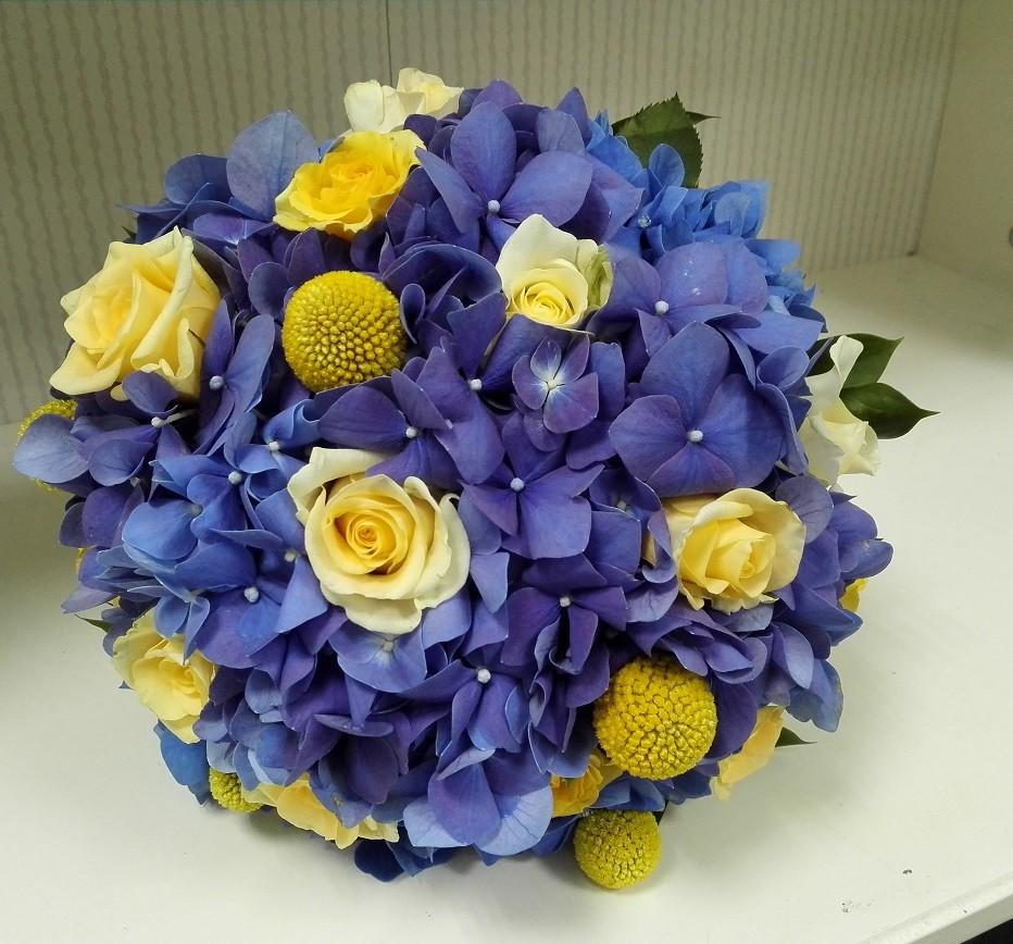 Buchet Mireasa Hortensii Albastre Si Craspedia Floraria Design