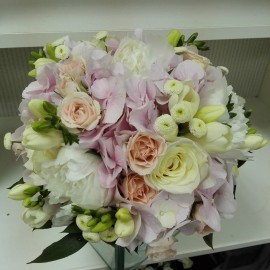 Buchet mireasa bujori si hortensie roz
