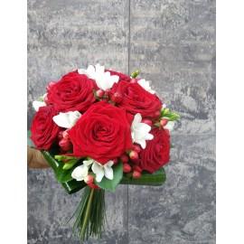 Buchet cununie hypericum si trandafiri