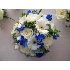 Aranjament masa delphinium si trandafiri