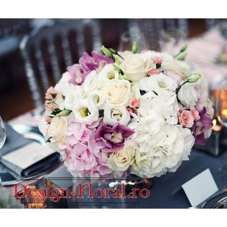 Aranjament masa hortensie si trandafiri