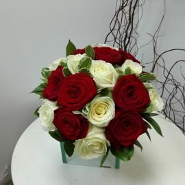 Buchet mireasa trandafiri si pittosporum