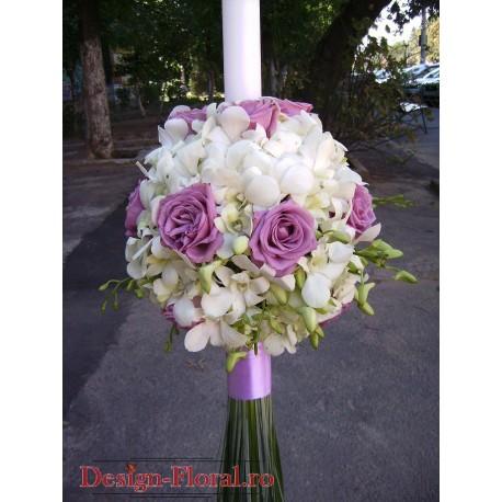 Lumanari nunta sferice din orhidee si trandafiri mov