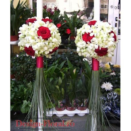 Lumanari nunta sferice din orhidee si trandafiri rosii