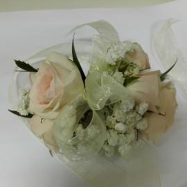 Corsaj minirose si floarea miresei