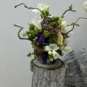 Aranjament floral frezii si corylius