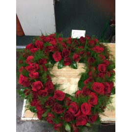 Aranjament funerar inima trandafiri rosii