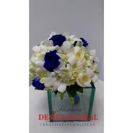 Buchet mireasa trandafiri albastrii si orhidee