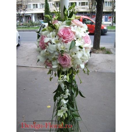 Lumanari de nunta sferice din orhidee alba si trandafiri roz