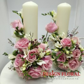 Lumanari nunta trandafiri roz si frezii