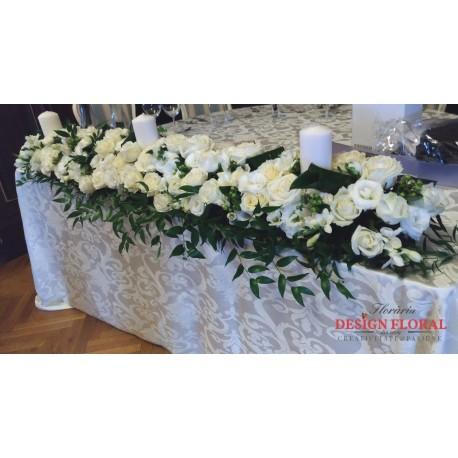 Aranjament prezidiu trandafiri albi