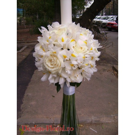 Lumanari de nunta glob din iris alb si trandafiri