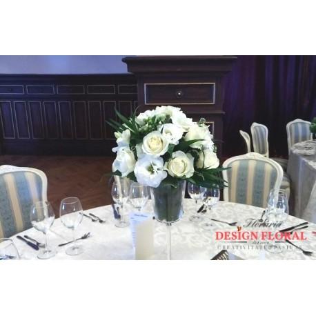 Aranjament de masa trandafiri albi