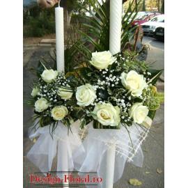 Lumanari de nunta clasice din trandafiri si frunze exotice