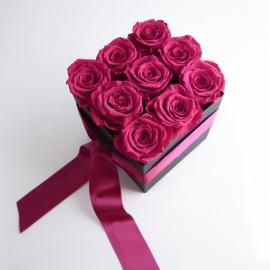 Cutie cu 9 trandafiri cyclam