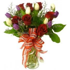 Buchet lalele albe si trandafiri rosii