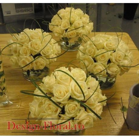 Aranjament masa impunator trandafiri