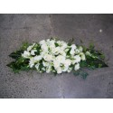 Aranjament prezidiu trandafiri si Lisianthus