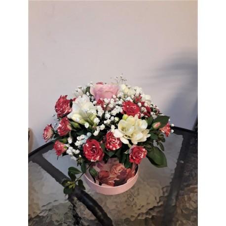 Aranjament floral minirose si gypsophila