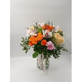 Buchet floral trandafiri si lavanda