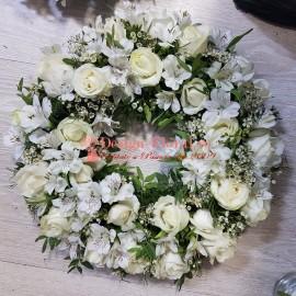 Coroana funerara trandafiri si alstroemeria