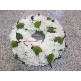 Coroana funerara crizanteme si green trick